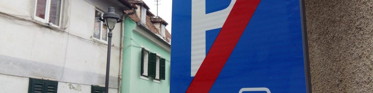 Am făcut o plimbare prin Sibiu şi am găsit o groază de parcări ilegal amenajate.