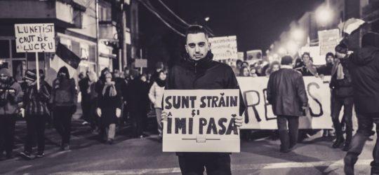 """Ieri a protestat şi un grec alături de sibieni: """"Sunt străin şi îmi pasă!"""""""